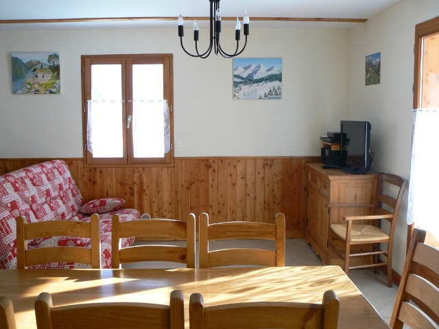 Piece principale appartement Le Clarée, location nevache ALLAIN